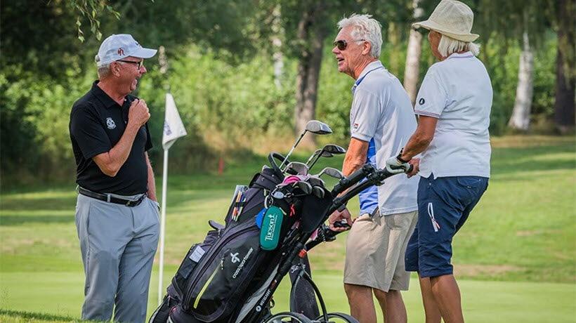 Grönt Kort utbildningsmaterial omfattar uppvärmning med generella och golfspecifika övningar, golfvett och några av spelets regler samt övningar för alla.